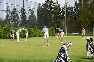 The crowded practice green during the 2014 NCAA men's regional at Eugene, Ore.