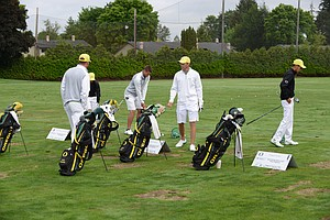 The host team Oregon getting ready to do battle in the second round of the NCAA regional at Eugene Country Club.
