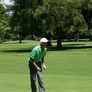 Oregon's Thomas Lim watches his second shot on the 18th hole on Saturday.