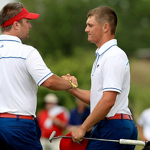 SMU's Josh Gregory shakes hands with Bryson Dechambeau at No. 9 on Sunday of the NCAA Men's Division 1 Championship at Prairie Dunes Country Club in Hutchinson, Kan.