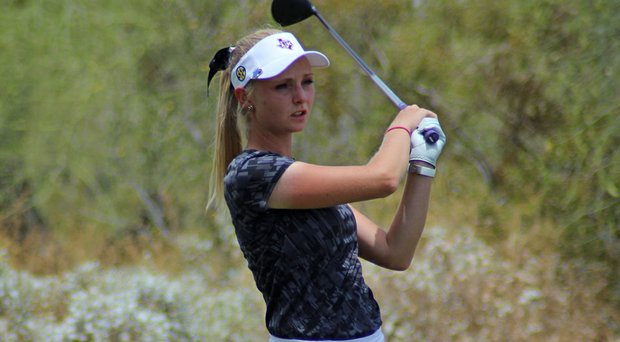 Maddie Szeryk won the 2014 Thunderbird International Junior girls title in a playoff.