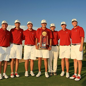 Alabama poses with the NCAA Men's Division 1 Championship championship trophy at Prairie Dunes Country Club in Hutchinson, Kan.
