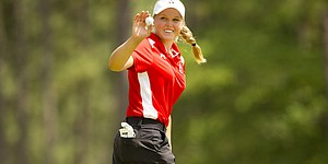 Brooke Henderson turns pro, signs with IMG