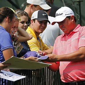 Jason Dufner interacts with fans Tuesday at Valhalla before the 2014 PGA Championship.