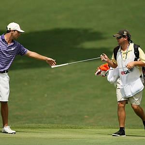 Blake Kennedy's caddie hands him the putter at No. 18 on the 2014 U.S. Amateur at the Atlanta Athletic Club.