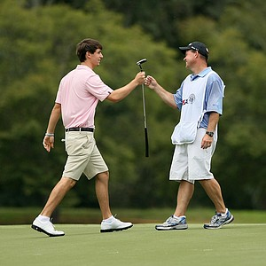 Ollie Schniederjans makes birdie at No. 11 during the 2014 U.S. Amateur at the Atlanta Athletic Club.