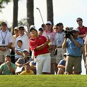 Gunn Yang hits his tee shot at No. 16 during the round of 16 at the 2014 U.S. Amateur at the Atlanta Athletic Club.