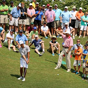 Gunn Yang hits a down hill shot at No. 16 during the finals at the 2014 U.S. Amateur at the Atlanta Athletic Club.