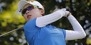 Hyo Joo Kim holds off Stacy Lewis in Phoenix