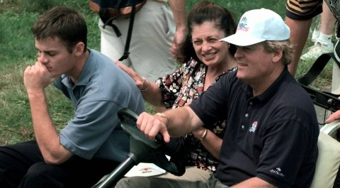 Andy Miller, left, along with his mother, Linda, and father, Johnny, during the 2000 U.S. Amateur.