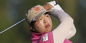 Feng stretches lead to 5 in Dubai