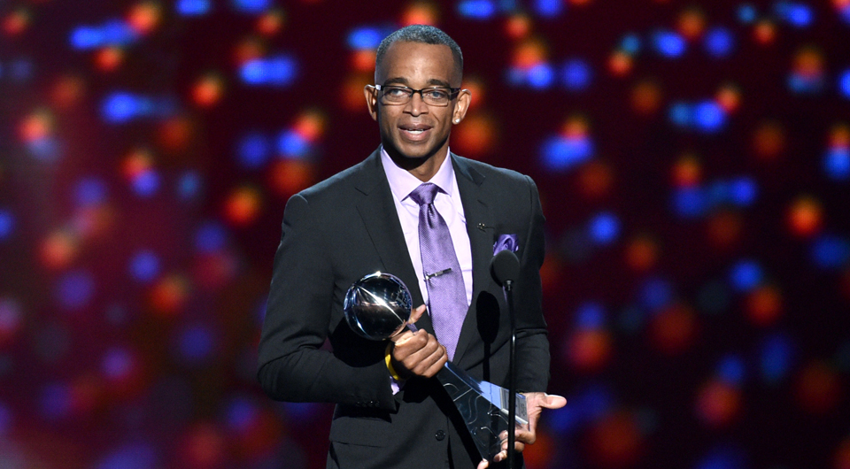 Golfers pay their respects via Twitter to late ESPN sportscaster Stuart Scott, 49, who died Sunday after a battle with cancer.