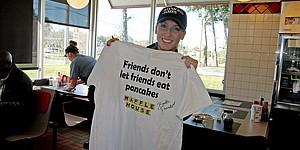 PHOTOS: LPGA's Brooke Pancake visits Waffle House