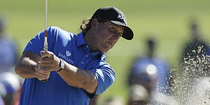 Mickelson calls putting 'beyond pathetic' after MC at Farmers