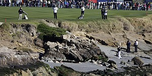 Bettencourt's caddie Brian Rush injured after fall at Pebble Beach