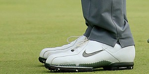 Tiger wearing TW'11 golf shoes at Augusta after swing change