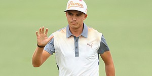 Hot putter helps Rickie Fowler find winning form at Match Play