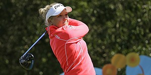 Henderson takes Swinging Skirts LPGA lead with 65