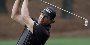 Mickelson, Scott enter Quail Hollow in search of spring solutions