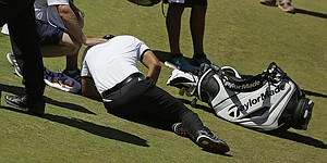 Jason Day goes down after dizzy spell at U.S. Open