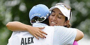 Alex gets off to strong U.S. Women's Open start with Francella on bag
