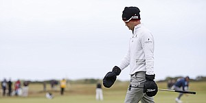 Johnson, Willett prevail in poor weather at British Open