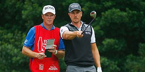 Stenson leans on 3-wood for three-stroke lead at Tour Championship