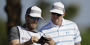 Haas to use Mahan's caddie at Presidents Cup