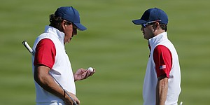 Mickelson ball gaffe loses team same hole twice