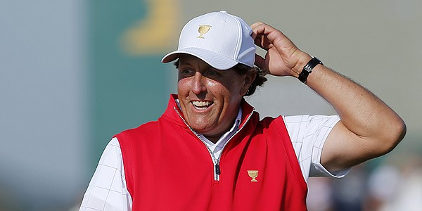 Wild Presidents Cup match ends in halve with Mickelson, Day in mix