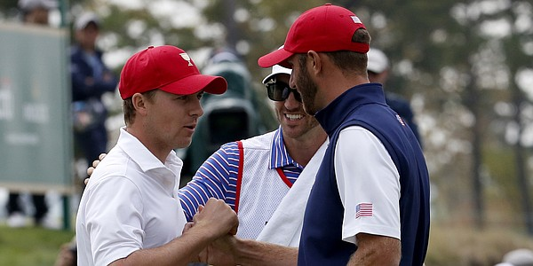 U.S. clings to one-point Presidents Cup lead heading into Sunday singles