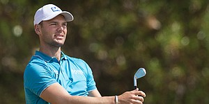 VIDEO: Two kids race for and steal Martin Kaymer's golf ball