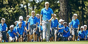 Jordan Spieth hosts clinic for young Aussies – and they are dressed just like him
