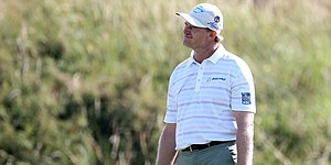 Ernie Els misses 18-inch putt at his national open