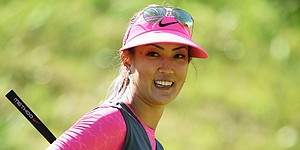 Michelle Wie gets chipping lesson at Tiger Woods clinic