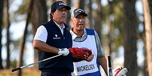 Phil Mickelson switches drivers, still shoots opening 68 despite complaints