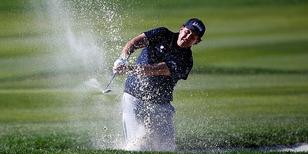 Mickelson masters AT&T Pebble Beach format; in prime position to end victory drought