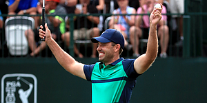 Recap: Schwartzel charges from 5 back to win Valspar Championship