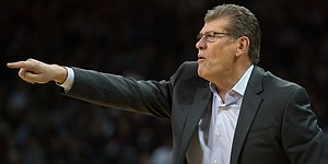 Geno Auriemma invokes Tiger Woods to defend UConn women's basketball