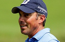 VIDEO: Wind blows ball into hole for Matt Kuchar